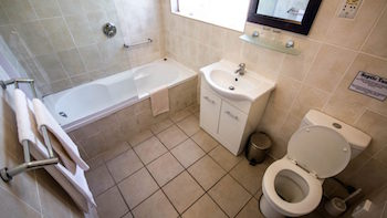 This image has an empty alt attribute; its file name is Room-20-Bathroom-_350-197.jpg