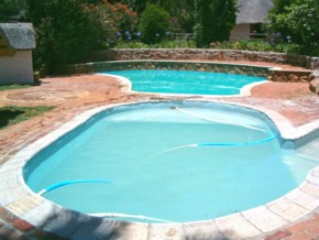This image has an empty alt attribute; its file name is poolsS-1.jpg